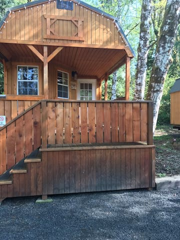 Cabin D, The bear lodge @ RV outdoor Adventures