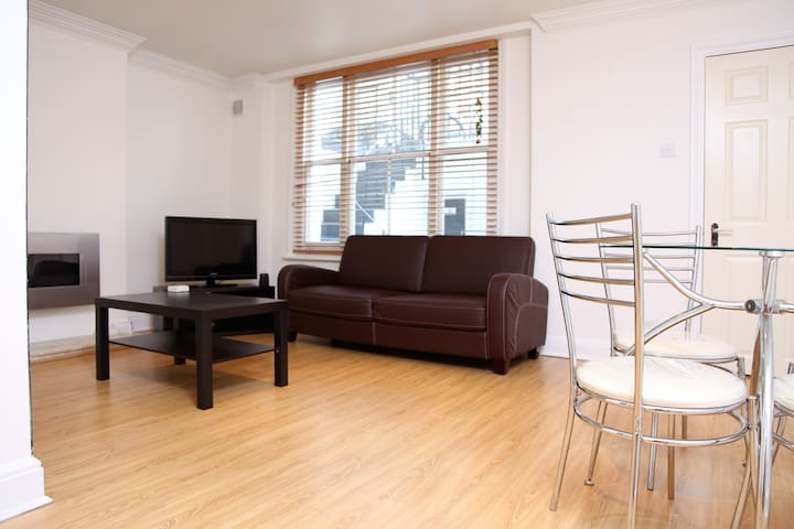 Earls Court-London-2 Bed/2 Bath - Londen - Appartement