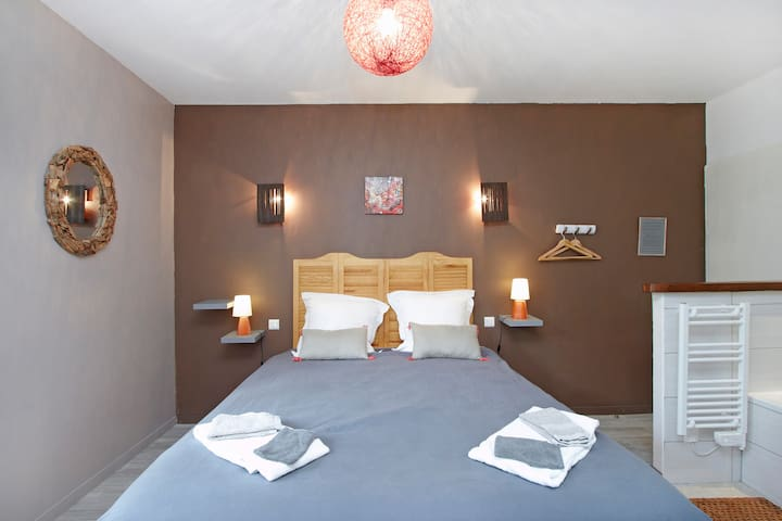 B and B Agathe - bedroom Beaujolais - Belleville - Bed & Breakfast