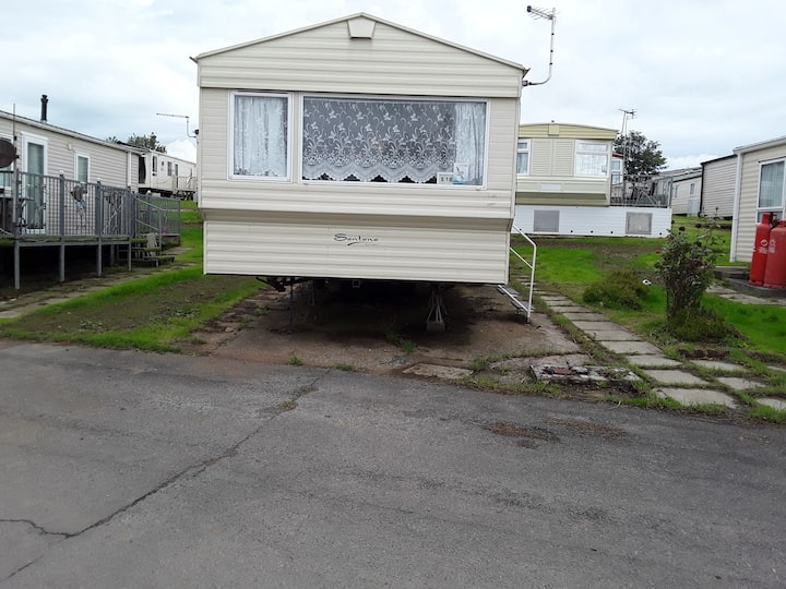 2 bed caravan approx 10 mins from beach suzie 2