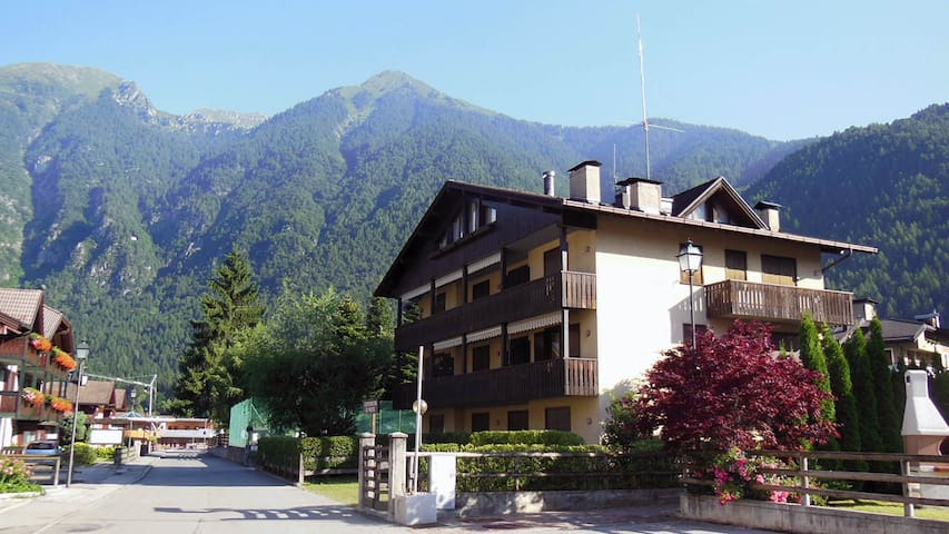 Cozy flat with wifi - 2min from Pinzolo cablecars - Carisolo - Huoneisto