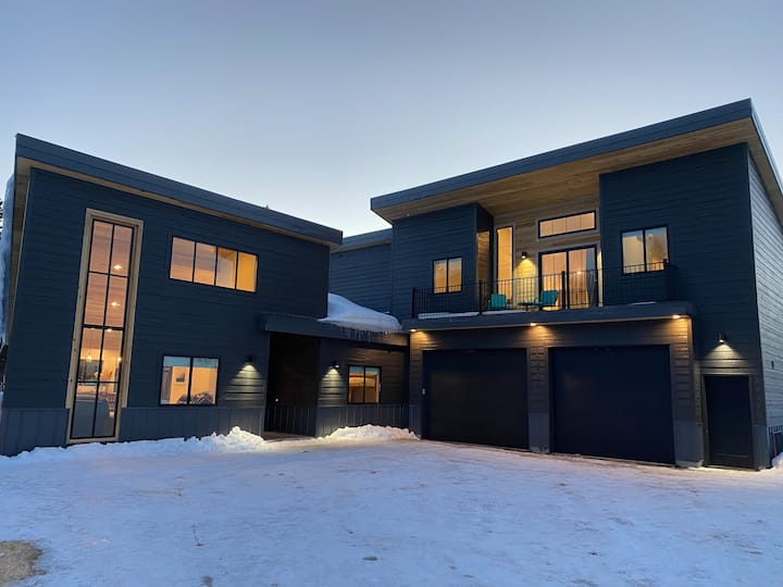Brand New Dream Chalet, Lake Access with Hot Tub