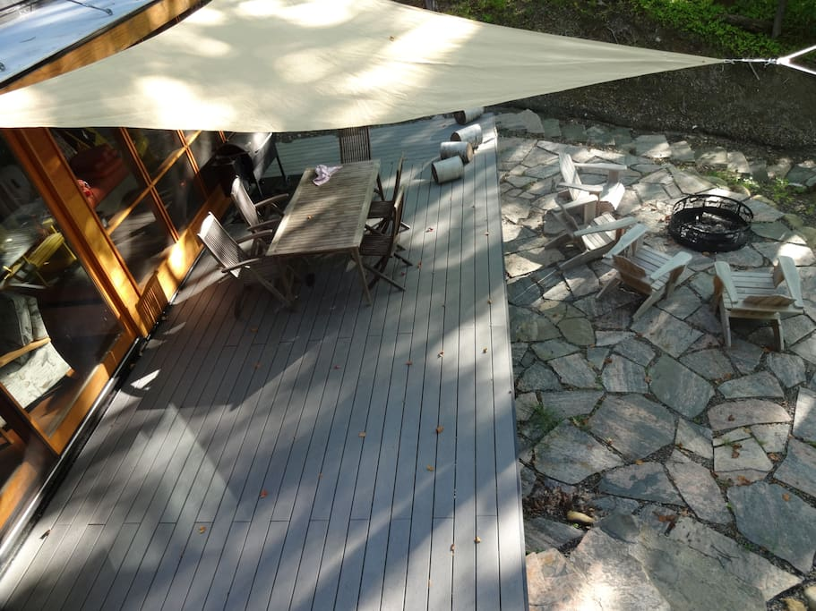Vew of deck, outside dining, sunshade and patio