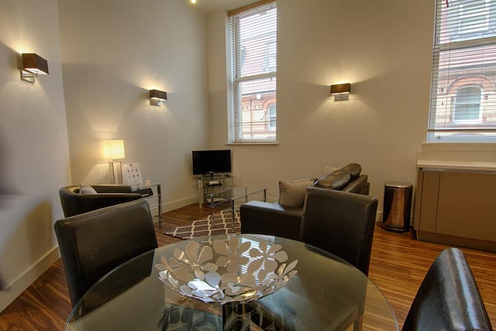 Modern 2 Bed Serviced Apartment, Reading Centre