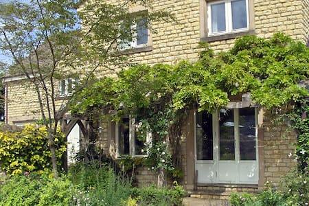 Lower Watts House, Green Room - Charlbury