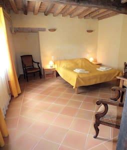 Chambre avec salle d'eau privée & grande piscine - Montverdun - Inap sarapan
