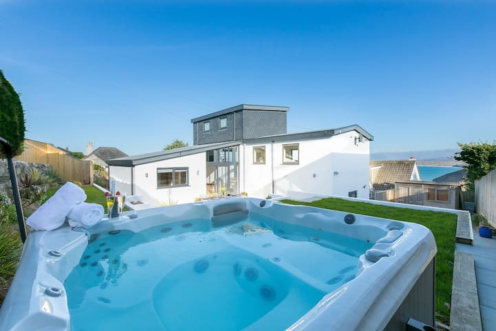 The Deckhouse | Cool & contemporary in Carbis Bay
