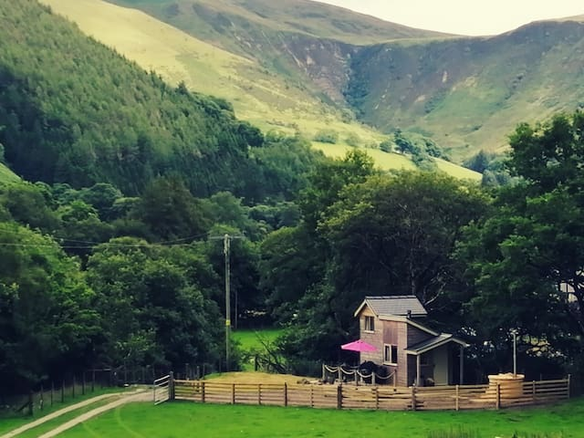 Ty bech twt - glamping in Southern Snowdonia