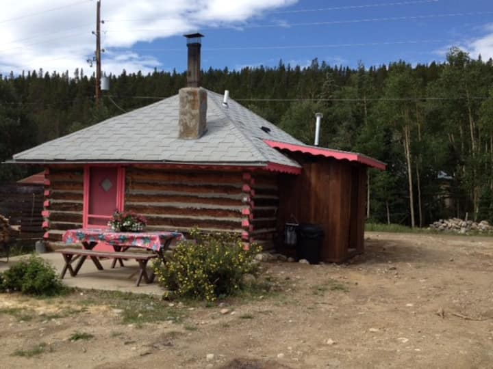 Adorable Cabin in Alma includes Hot Tub.