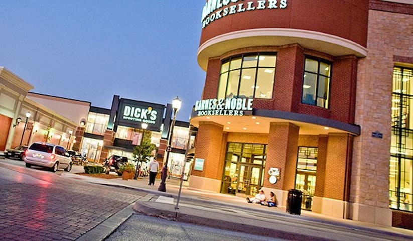 Zona Rosa; Just Steps Away! - Kansas City - Dom