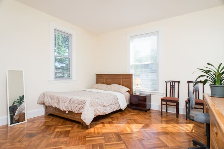 Large room convenient neighborhood with parking