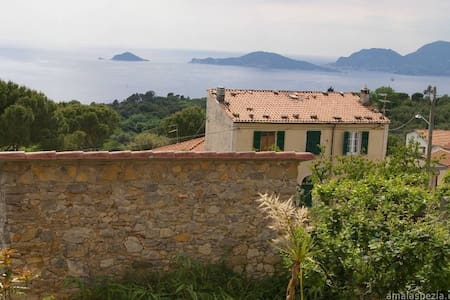 Sweet home with garden over the sea - Montemarcello