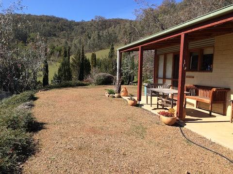 The Cottage, Samaria Valley