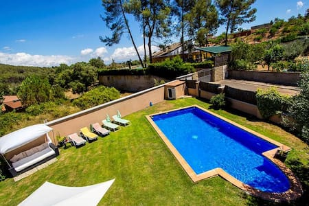Five-bedroom villa in Can Vinyals, nestled in the hills between Barcelona and Girona - Barcelona Region