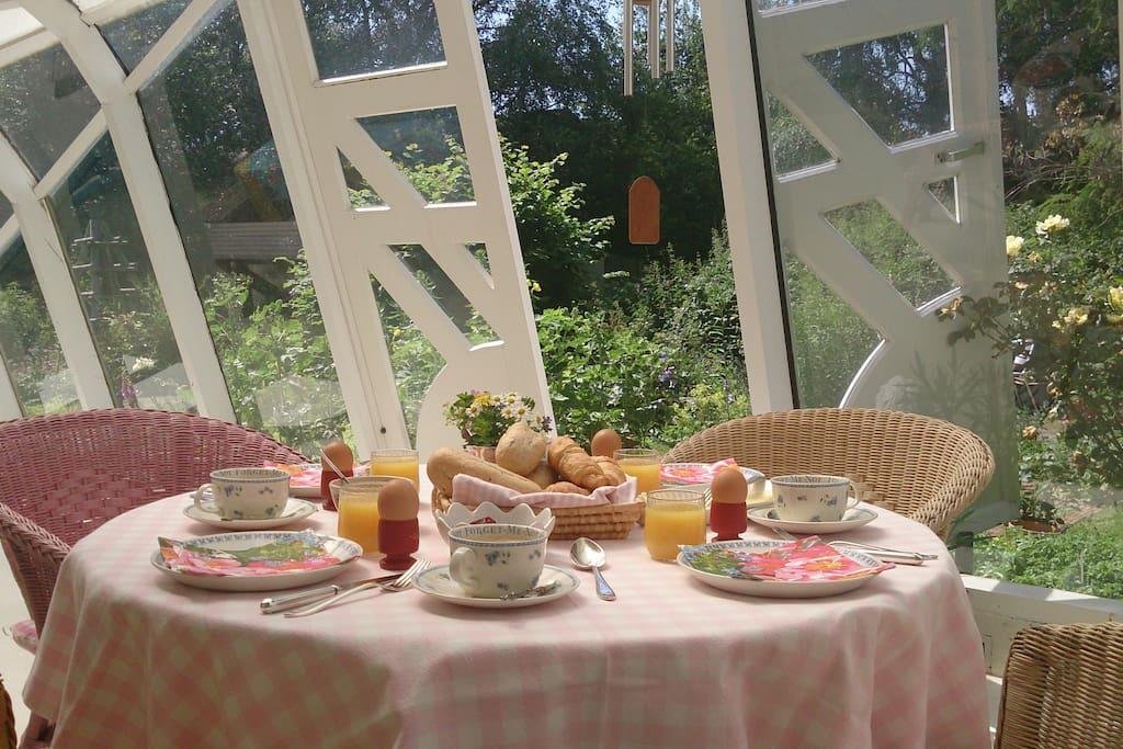 een uitgebreid ontbijt voor 6.50 euro per persoon