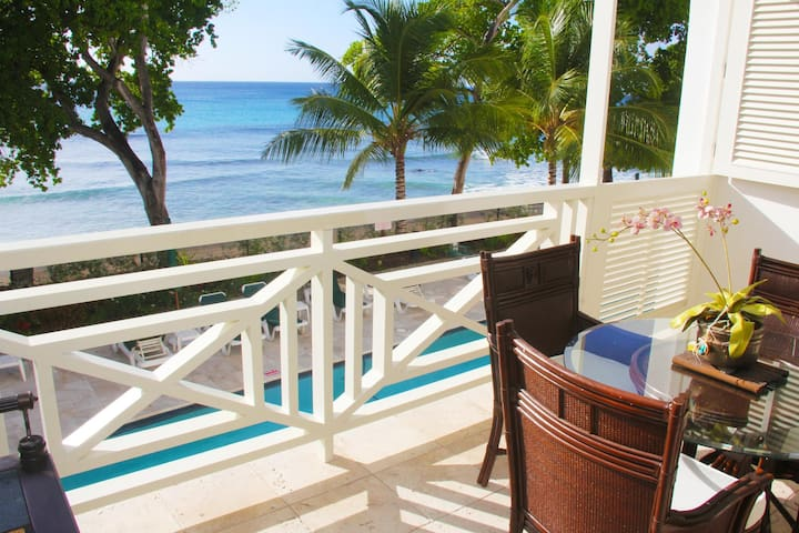 Luxury One Bedroom Beach Front Condo in Paynes Bay