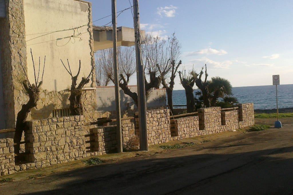 prospetto della villa di fronte alla spiaggia