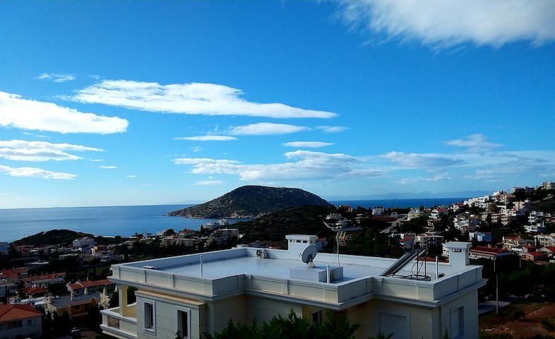 Stylish Hilltop Seaview Home