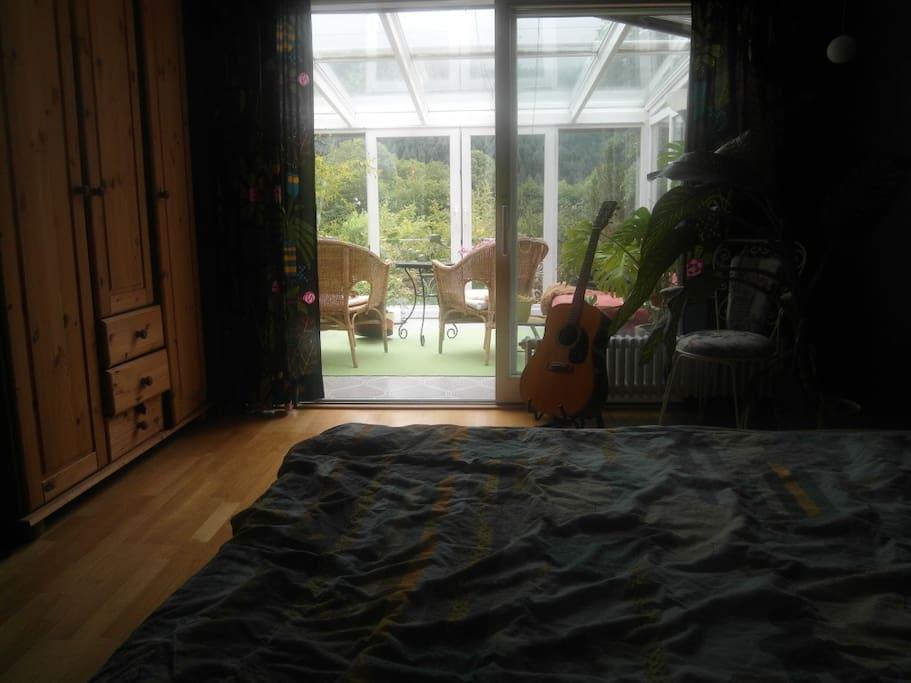 Schlafzimmer mit Wintergarten (Doppelbett 2x2m)