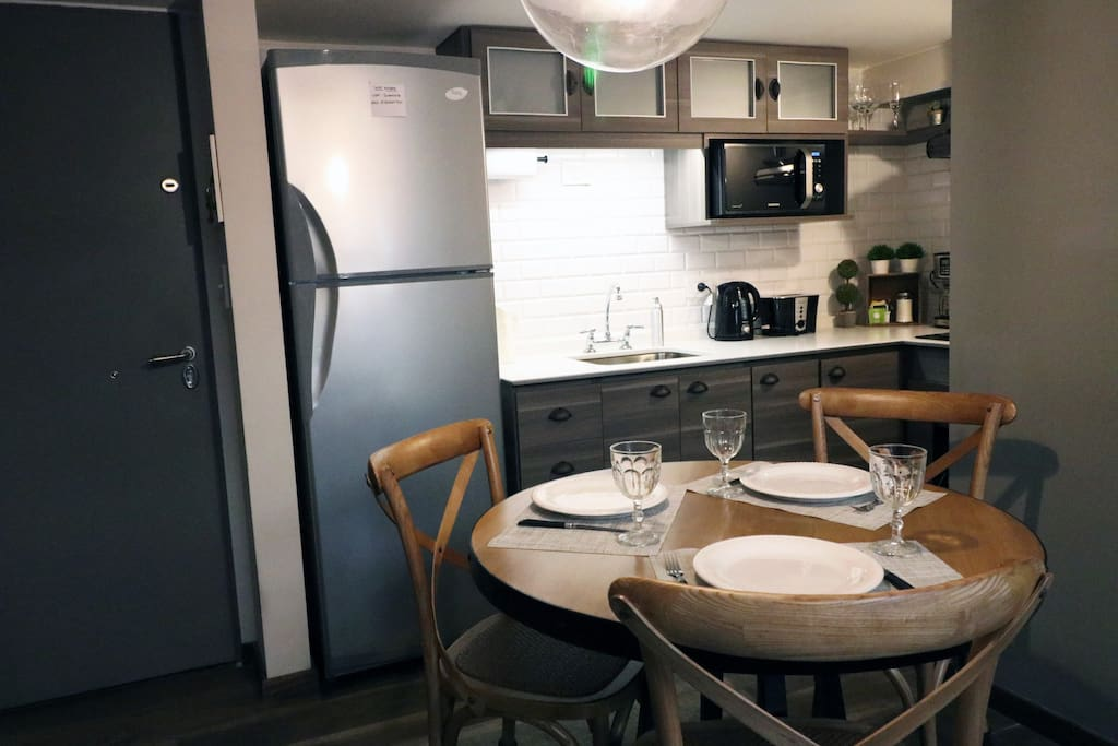 Kitchen & Dining Area (Fully Equipped)