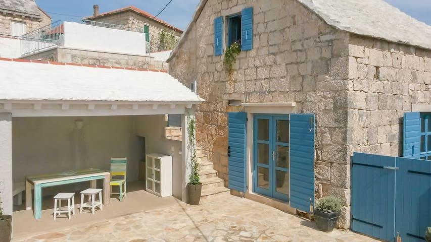 Dalmatian stone house island Brac - Selca