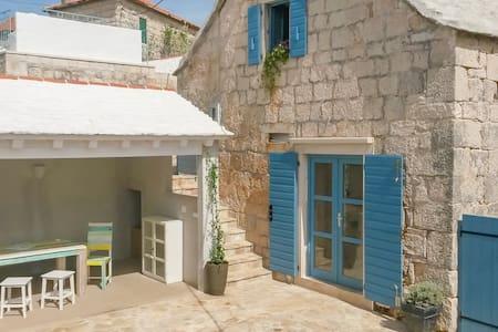Dalmatian stone house island Brac - Selca - Rumah