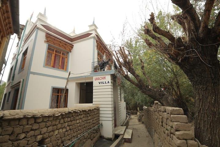 Lhachik Guest House