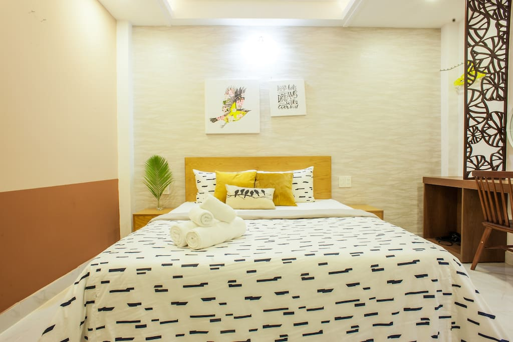 queen bed for couple