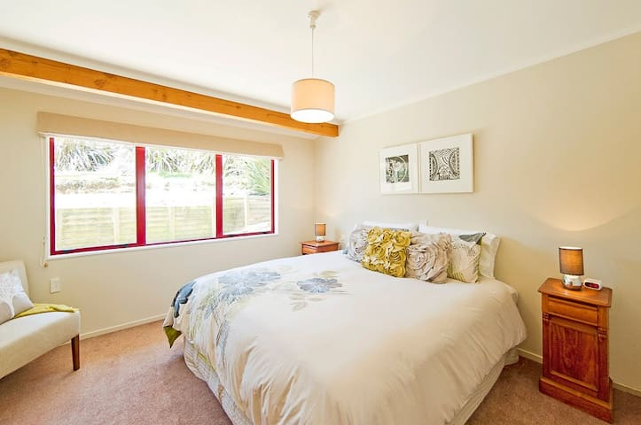 Master bedroom, SuperKing can be split into two Singles