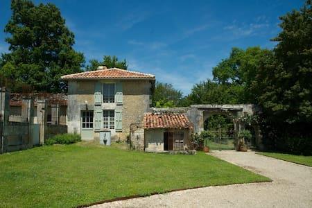 Charmante maison du Périgord vert - Bourg-des-Maisons - House