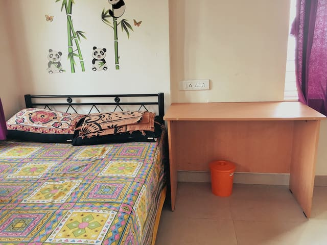 Spacious Non AC room for Long term stay - Males