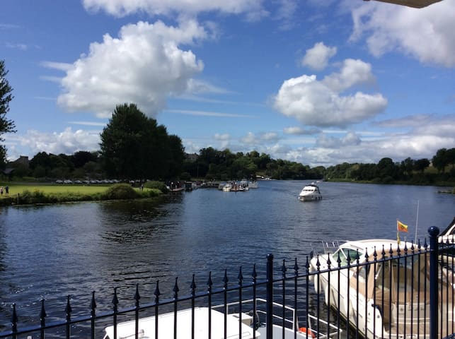 Stunning Lough Erne 2Bed Apartment - Enniskillen - Leilighet
