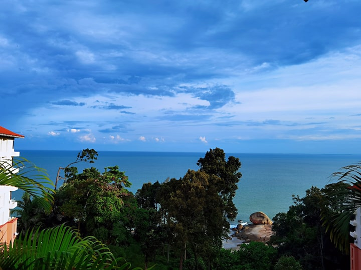 Teluk Cempedak Beach Seaview 3R3B Tembeling Resort