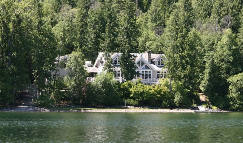 Swan Shores Lodge 7 bdrm Lakefront - Bigfork - Huis