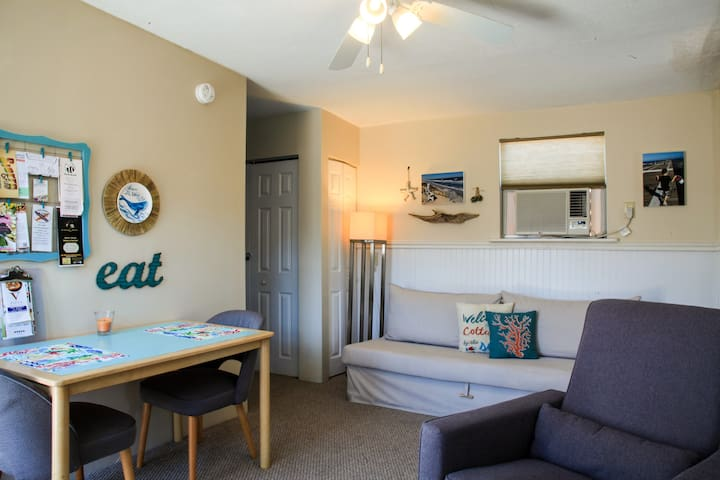 Beachy Guest Cottage!!