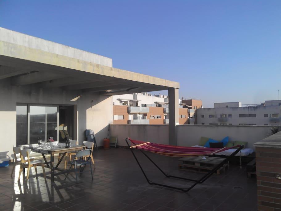 Habitaci n privada en tico con zona chillout for Habitacion con piscina privada madrid