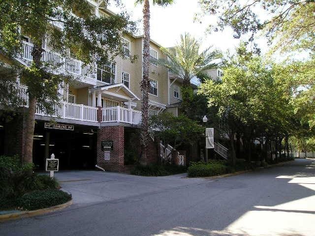 2/2 Hyde Park Village / SoHo Condo!