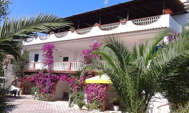 Appartamento in villa Liberato con piscina