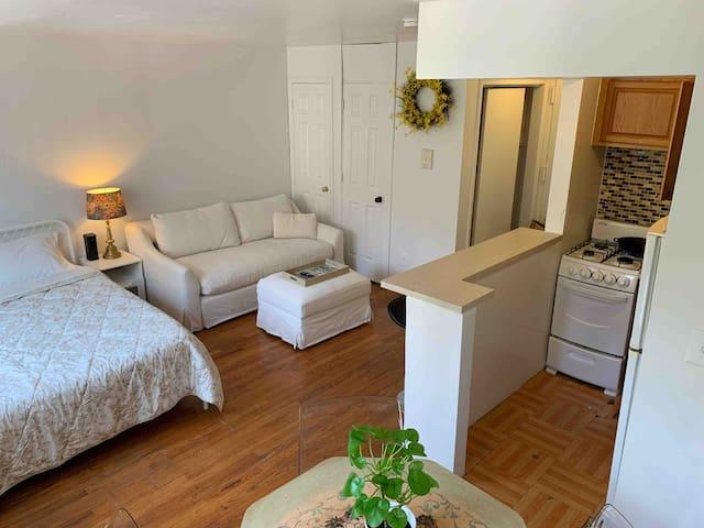 Cozy studio apartment in beautiful Inwood Hills