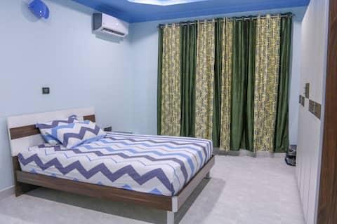 Comfy room in a spacious house near the beach