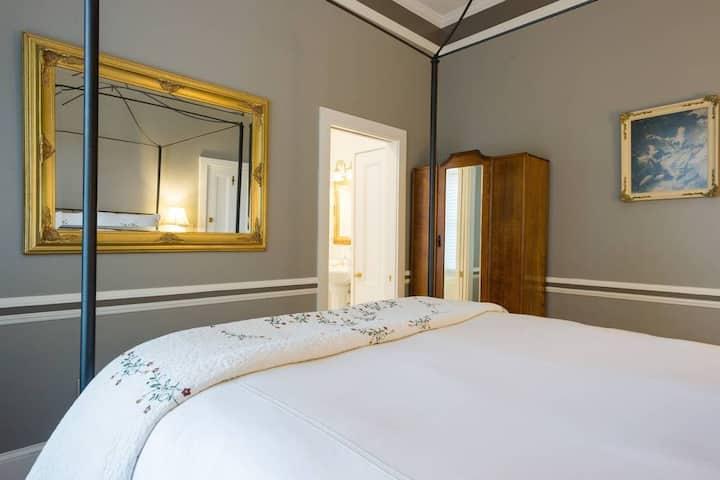 2 Bedroom AB Suite w/ Breakfast