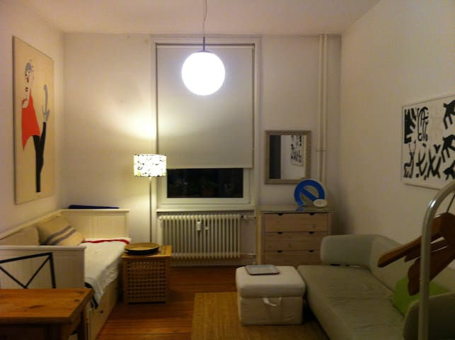 Nice room (18 qm) in lovely Nordend - Frankfurt - Bed & Breakfast