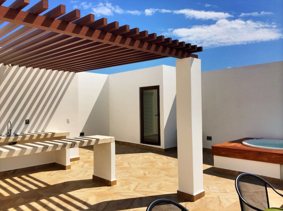 Private Rooftop Terrace with Bar Counter & Jacuzzi