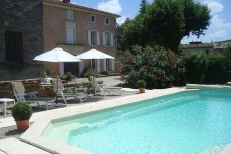 Grande maison 7 pers. avec piscine - Piolenc