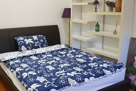 clean bedroom near Roselands shopping centre