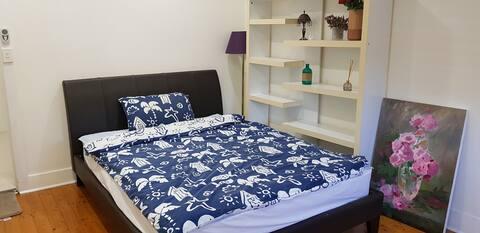 Clean bedroom near Roselands shopping centre
