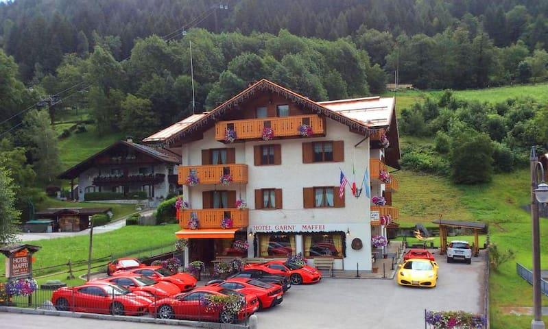 Camera con Colazione Pinzolo Funivie Hotel Maffei - Pinzolo - Bed & Breakfast