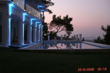Dr. Ö. Residence. Exclusive Villa! - Urla