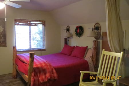 Historic Sugar Pine Cabin - Oakhurst - Apartment
