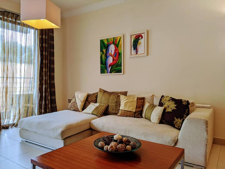 Spacious twin room in a clean & comfortable flat